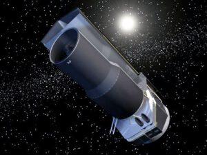 Spitzerův vesmírný dalekohled obíhá na heliocentrické oběžné dráze.