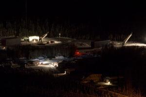 Pohled na odpalovací komplex Poker Flat Research Range na Aljašce.