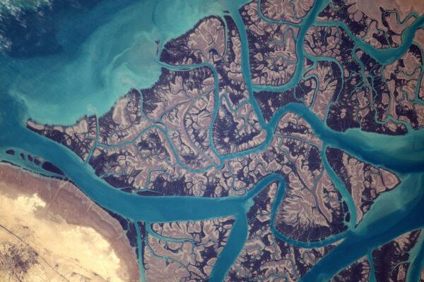 Psychedelické tvary východního pobřeží Perského zálivu.