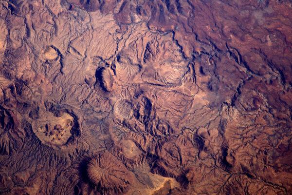 Ne, tohle není Mars ani hnědý Měsíc, tohle je Afrika, tedy přesněji Čad. Rozličnost krajiny je tu obrovská a krása tohohle kontinentu mne vždy překvapí.