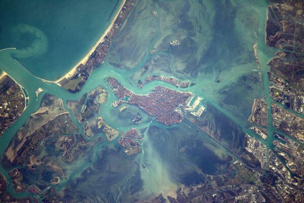 Benátky, město gondoliérů a milenců, kteří se prochází kolem kanálů. Šťastný Valentýn!