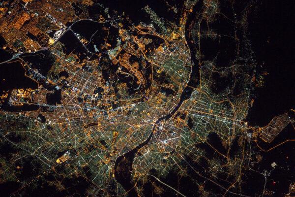 V noci se pyramidy hledají jen těžko. #pyramidfail Je to tak … ale aspoň byl hezký výhled na Káhiru.