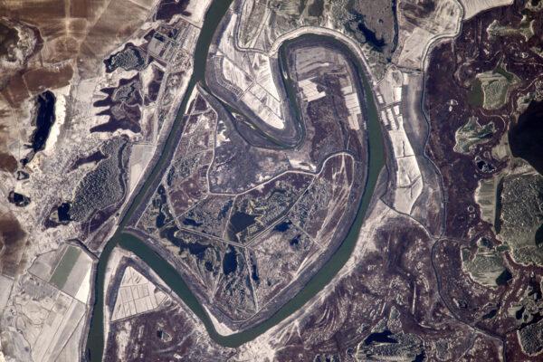 Podivně zkroucená řeka kdesi v Rumunsku.