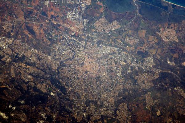 Montpellier a kousíček středomořského pobřeží v pravém horním rohu.