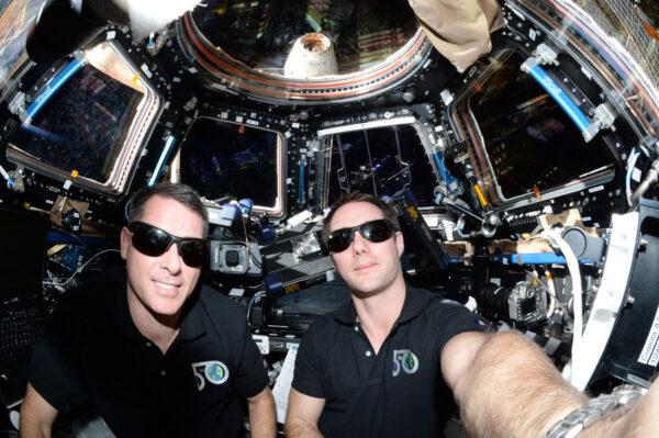 Vaše dnešní posádka – velitel Shane Kimbrough a jeho pilot Vám děkují za to, že jste letěli s Air Fr… že jste si vybrali ISS ;) a děkujeme týmům ze SpaceX a z NASA za jejich fenomenální práci. Vítej na palubě, Draku!