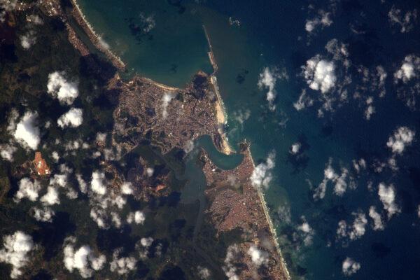 Další karnevalové město po včerejším Kolínu. Brazilské město Ilhéus a jeho nádherné pláže.