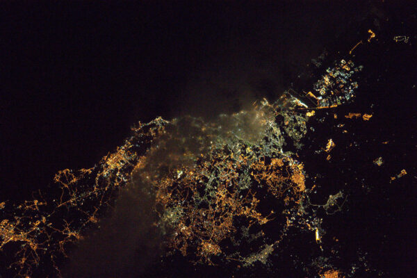 Další noční město na Sicílii, ale nejsem si jistý, zda je to Lucova Catania.