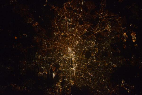 Noční Berlín. Jedno z mých nejoblíbenějších evropských měst. Dnes se toho tady děje opravdu hodně – začíná tu filmový festival Berlinale.