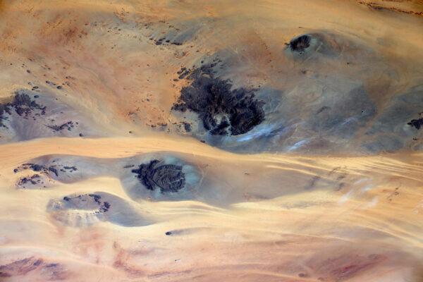 Ten písek vypadá, že teče jako kapalina.