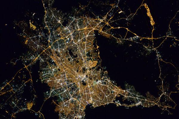 Noční Atény – dokážete najít Akropolis … a letiště?