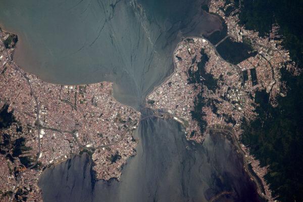 Sao Jose a Florianopolis v Brazílii se téměř dotýkají. Trochu to vypadá jako jedna Michellangellova kresba, že?