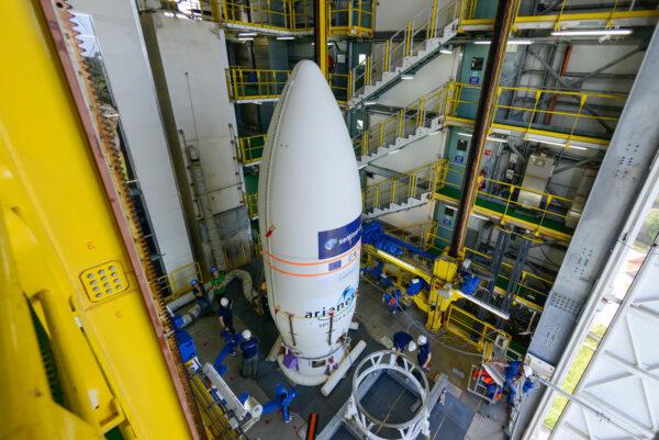 Propojování aerodynamického krytu s horním stupněm rakety Vega