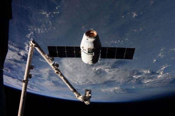 Robotické rameno je jedna z nejdůležitějších částí ISS a používá se při každém zachycení a připojení zásobovací lodi.