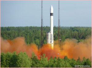 Start rakety Rokot z kosmodromu Plesetsk.