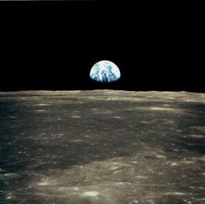 Kdo by nechtěl na vlastní oči vidět ikonický východ Země nad Měsícem.