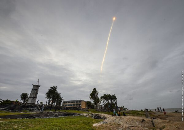 Ariane 5 se noří do mraků