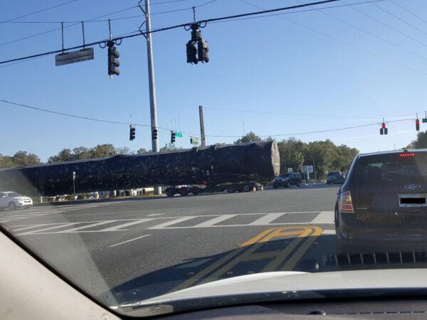 Snímek vznikl na floridské dálnici číslo 44 včera okolo 16:00 místního času.