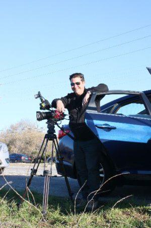 … a někteří si s sebou přivezli techniku za deset tisíc dolarů, aby si start natočili…