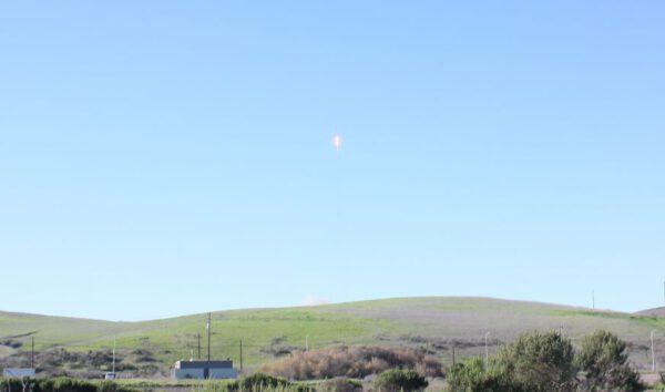 Raketa Falcon 9 s 10 družicemi Iridium NEXT vzlétla!