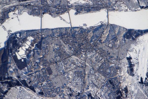 Každý má nutkání projít se po zamrzlých řekách, že ano? Jsem si jist, že mnoho lidí přešlo na druhou stranu Voroněže.