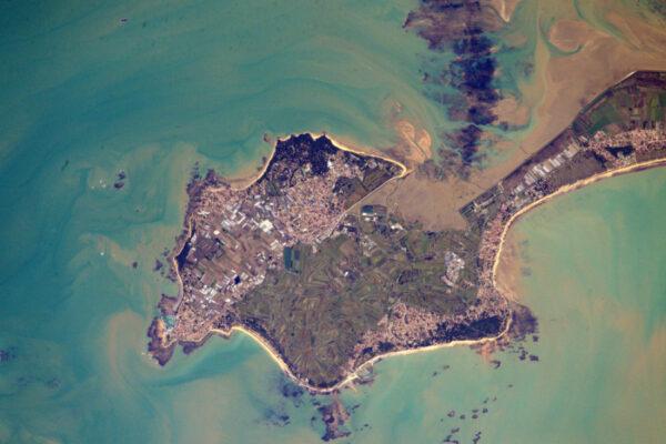 Na ostrově Noirmoutier je známá silnice, která bývá při velkém přílivu ponořená. Pamatuju si na tu silnici z dětství. Přemýšlel jsem, co bych dělal, kdybychom tam zůstali odříznuti.