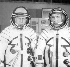 Posádka Sojuzu-14: (zprava) Popovič, Arťuchin