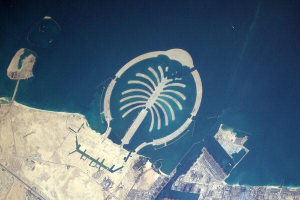 Umělý ostrov v Dubaji je z vesmíru lehce viditelný.