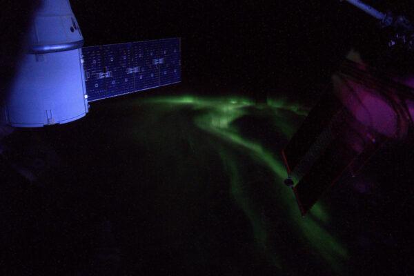 Fotka není úplně dobrá, ale ukazuje, jak aktivní byla jižní polární záře.