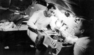 Jeden z mála snímků zachycujících Popoviče a Arťuchina na palubě Saljutu 3