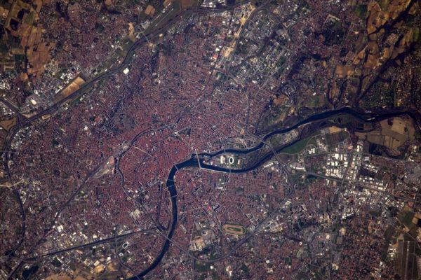 Konečně dobrý přelet nad Toulouse! Francouzské hlavní město letectví a kosmonautiky mne vítalo na studiích, pracoval jsem tu jako inženýr a létal jsem i s letadly, která se tu staví.