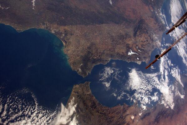 Evropa a Afrika k sobě mají geograficky tak blízko – tady je Gibraltarská úžina, kde se oba kontinenty téměř dotýkají.