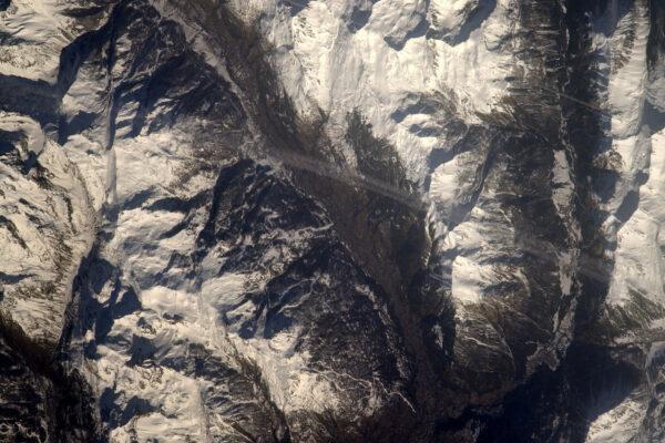 Pokračujeme v údolí Serre-Chevalier – můžete vidět i sjezdovky na severních svazích.