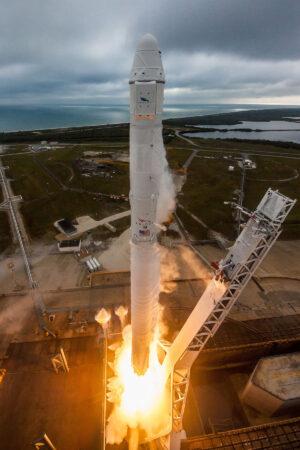 14. únor 2017 - Falcon 9 s lodí Dragon vzlétá z rampy 39A