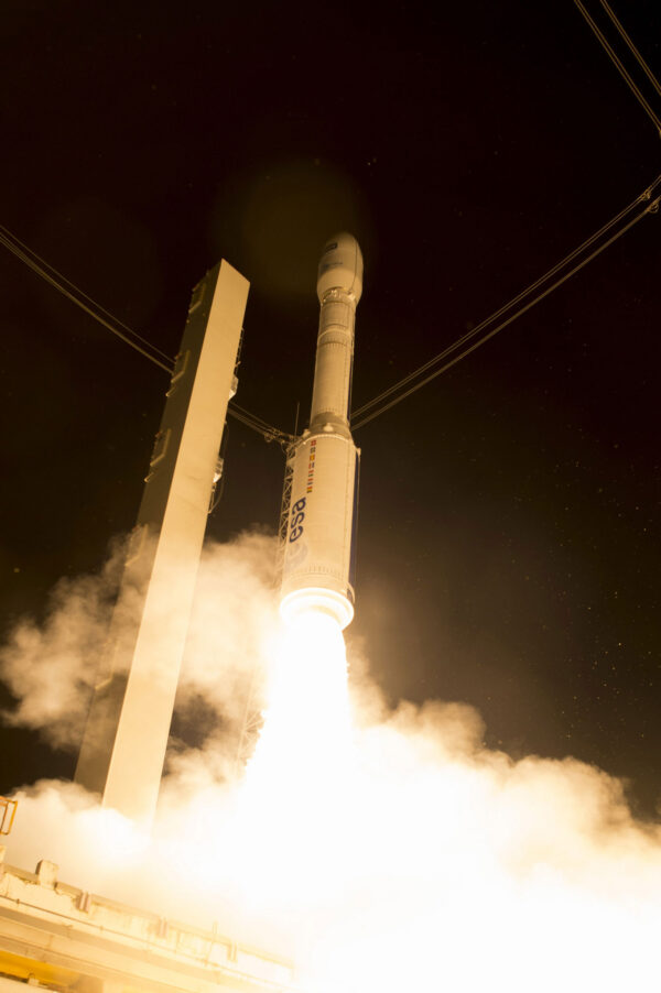 První stupeň poskytuje tah 280 tun, raketa samotná váží jen 137 tun