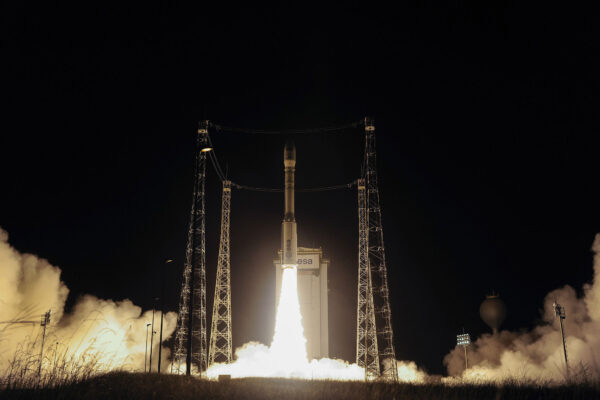 Raketa Vega s družicí Sentinel 2B startuje.