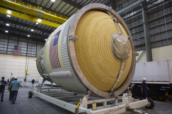 Letový stupeň ICPS v budově HIF na Mysu Canaveral, 9. března
