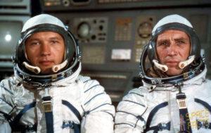 Smolaři ze Sojuzu-15: (zleva) Sarafanov, Ďomin
