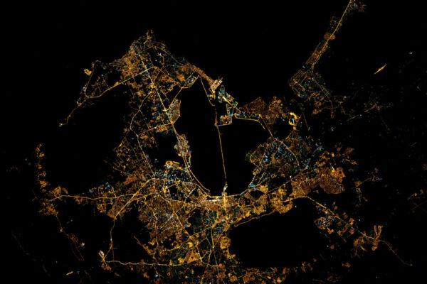 Tunis se svou medinou ve své noční líbeznosti.