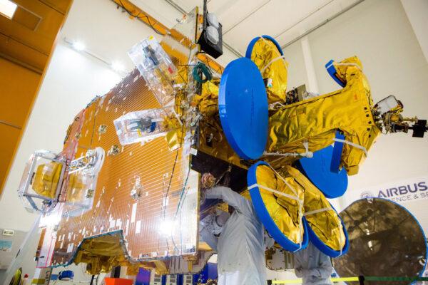 Družice SES-10