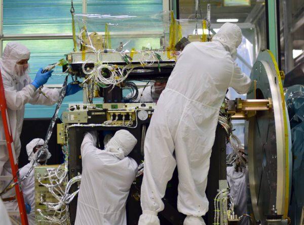 Instalace přístroje ATLAS do družice ICESat-2
