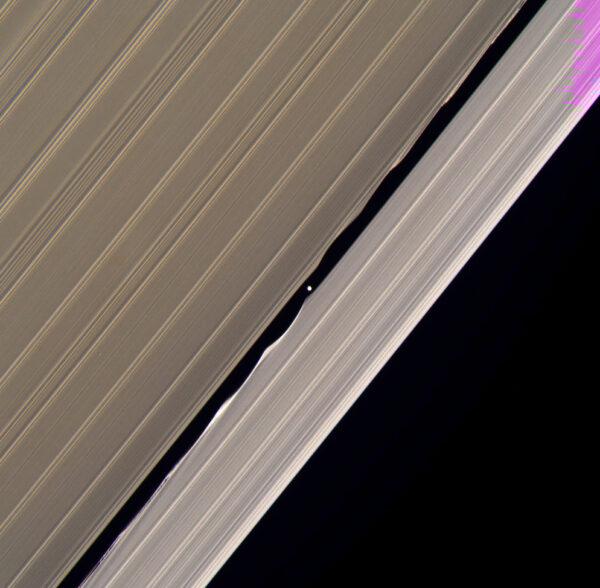 Prstence planety Saturn vyfocené sondou Cassini