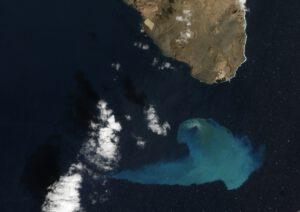 Takto zase v roce 2012 byla vyfocena podmořská erupce