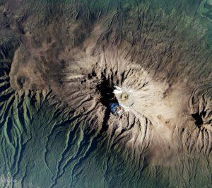 Takto v roce 2017 zaznamenal EO-1 stav sněhové pokrývky africké hory Kilimanjaro