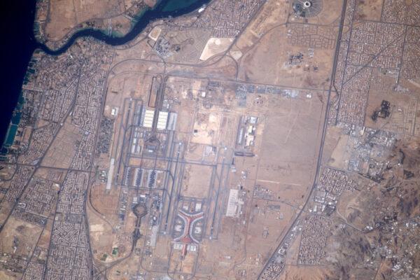 Letiště Džidda (JED/OEJN), neboli Mezinárodní letiště krále Abdulazize, je téměř tak velké jako město samotné!