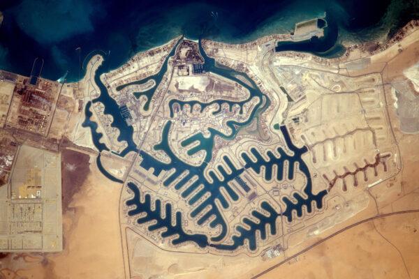 Vypadá to, že v Kuvajtu chce každý žít u vody. Kde že to byl ten můj dům? ;)