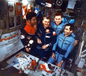 Internacionální posádka Saljut 6 (zleva: Klimuk, Hermaszewski, Kovaljonok, Ivančenkov)
