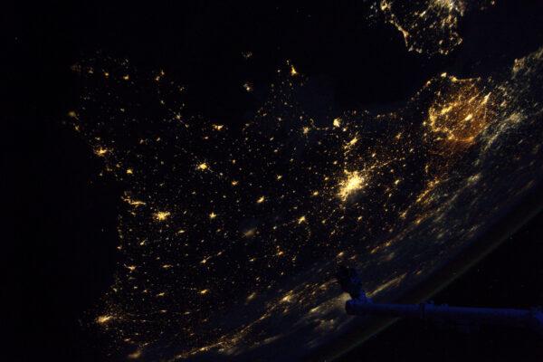 Nad západní Francií není jediný mráček! Někteří z vás na této fotce mohou najít své město. Zdá se mi, že robotická paže ukazuje na Normandii.