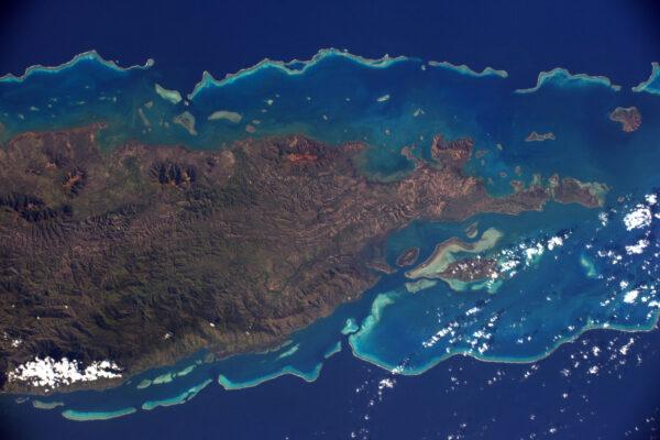 (1/3) Pobřeží Nové Kaledonie.