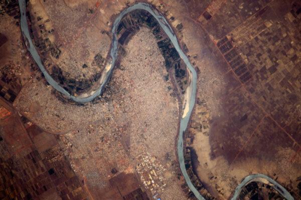 Město uhnízděné v ohybu řeky Modrý Nil v Súdánu: Wad Madani.