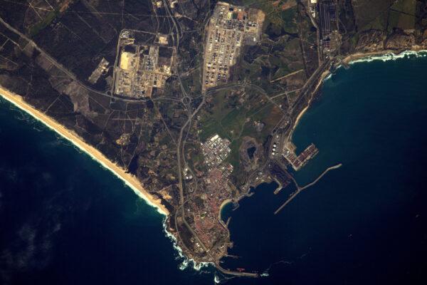 Průmysl v okolí přístavu Sines v Portugalsku, rodišti Vasca de Gamy.